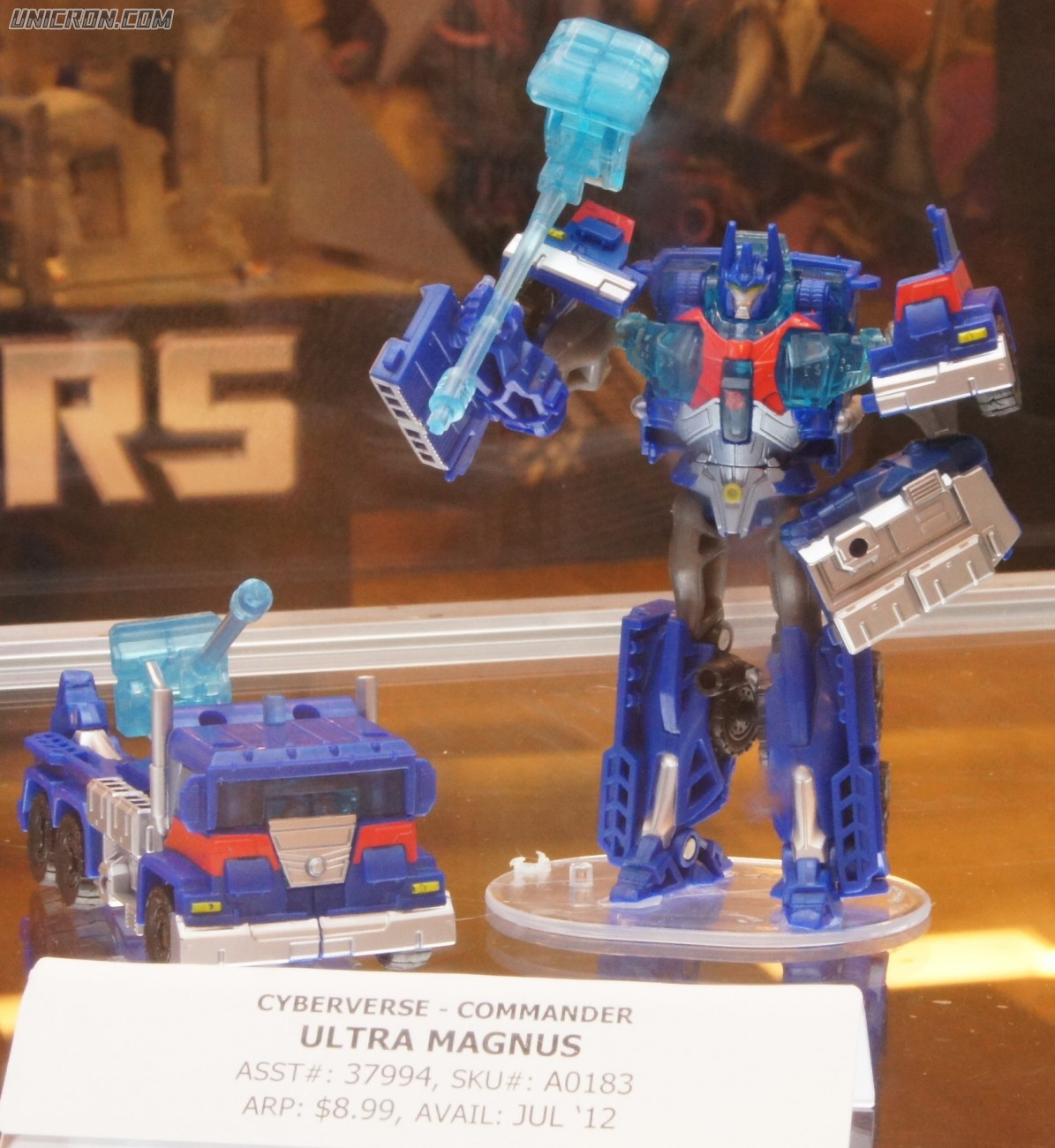 Transformers Cyberverse Ultra Magnus (Cyberverse Commander) toy