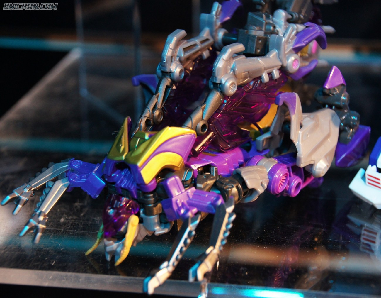 Transformers Generations Kickback (FoC -deluxe) toy