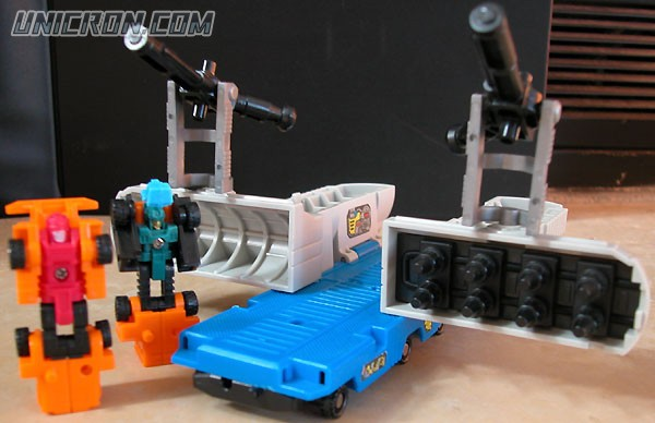 Transformers Generation 1 Micromaster Tanker Truck (combiner transport - Pipeline & Gusher) toy
