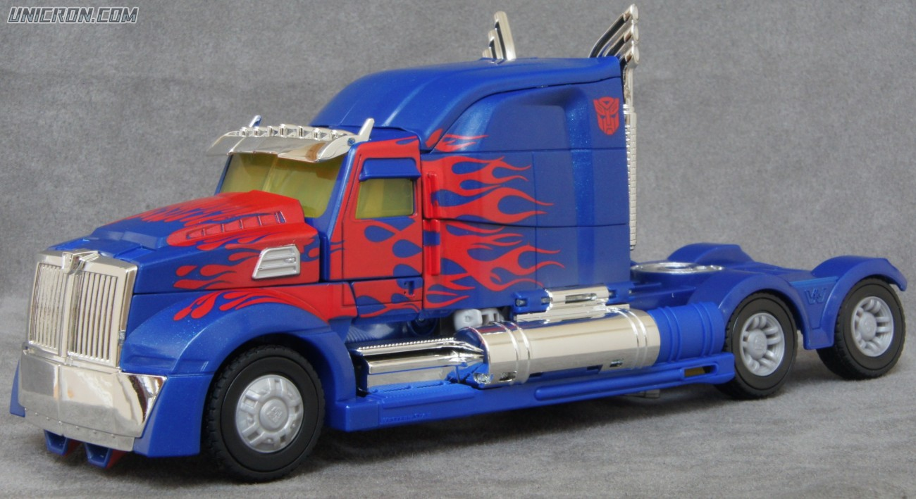 Transformers 4 Age of Extinction Optimus Prime (AoE Leader Class) toy