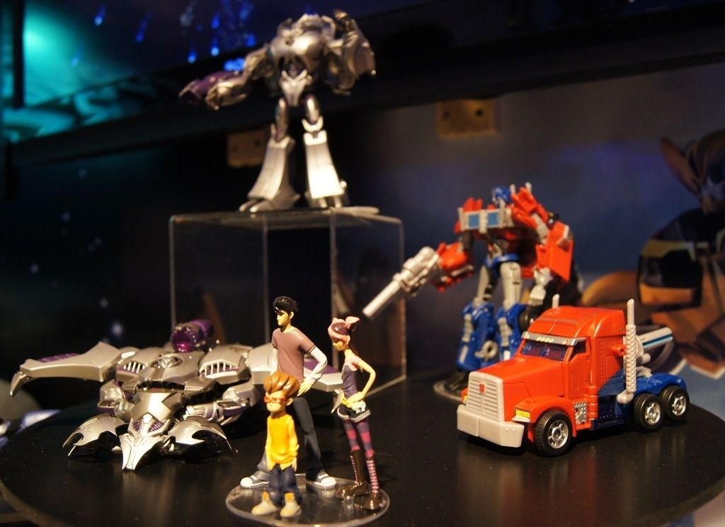 Transformers Prime Entertainment Pack (First Edition - Optimus Prime & Megatron with Raf, Jack, & Miko) toy