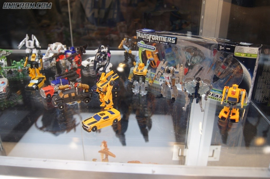 Transformers Cyberverse Bumblebee and Starscream Evolutions - Cybertronian & non-Cybertronian (Toys R Us exclusive) toy