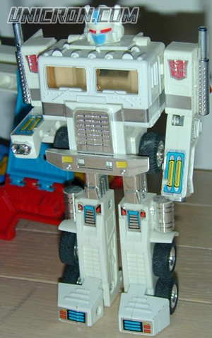 Transformers Generation 1 Ultra Magnus toy